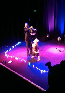 photo of comedians Kiruna Stamell and Gareth Berliner on stage surrounded by purple and pink lights