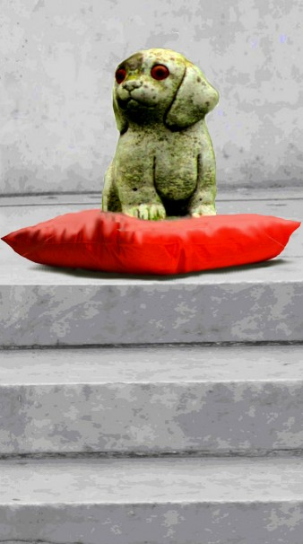 A statue of the Dog on the steps of a palace, sitting on a cushion. Photo by Christine Wilkinson