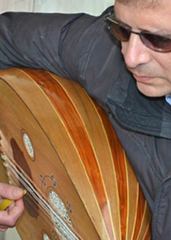 photo of Ziad Sinno playing an oud