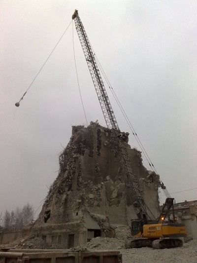 Wrecking Ball in City