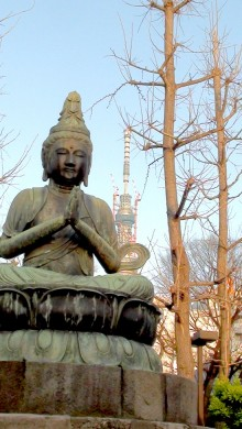 Photo of large statue of the Buddha in Asakusa, Tokyo